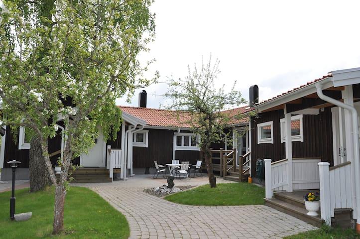 House near bath and golf course - Götene - Hus