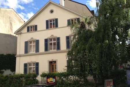 Basel: La Belle Maison, room N°3 - Basel