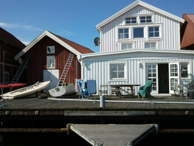Summerhouse with private docks ! - Tjörn Municipality - Rumah