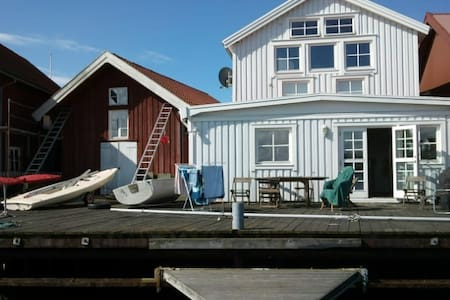 Summerhouse with private docks ! - Tjörn Municipality - Hus