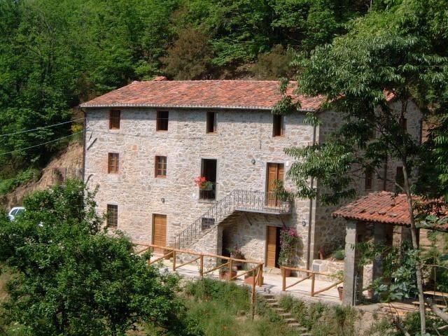 Beautiful Secluded Tuscan Villa - Private Pool - Barga - Villa