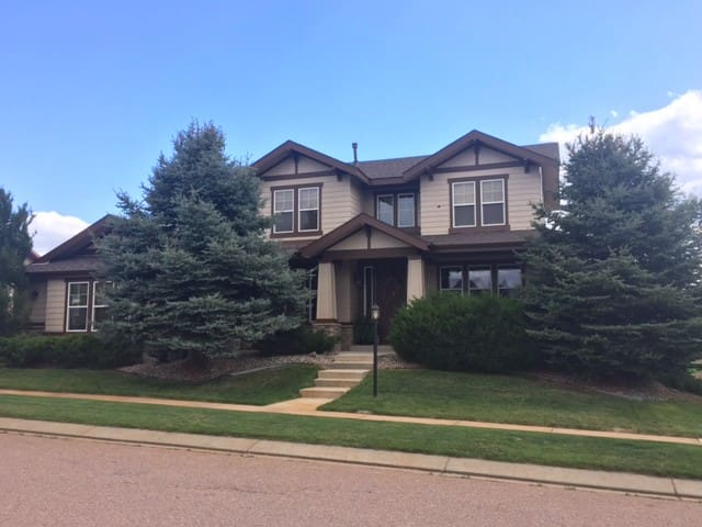 Spacious friendly home,  great location and views! - Colorado Springs - Hús