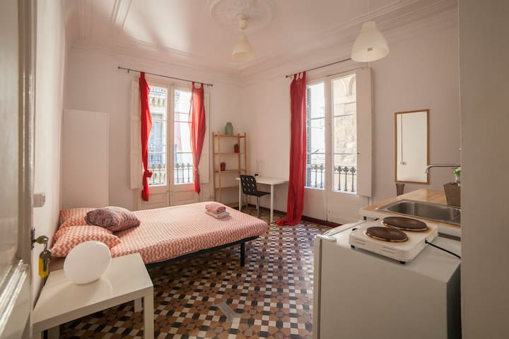 CHARMING STUDIO IN DOWNTOWN