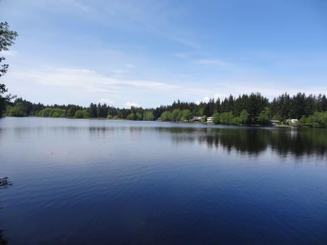 Peaceful, Lakefront getaway.
