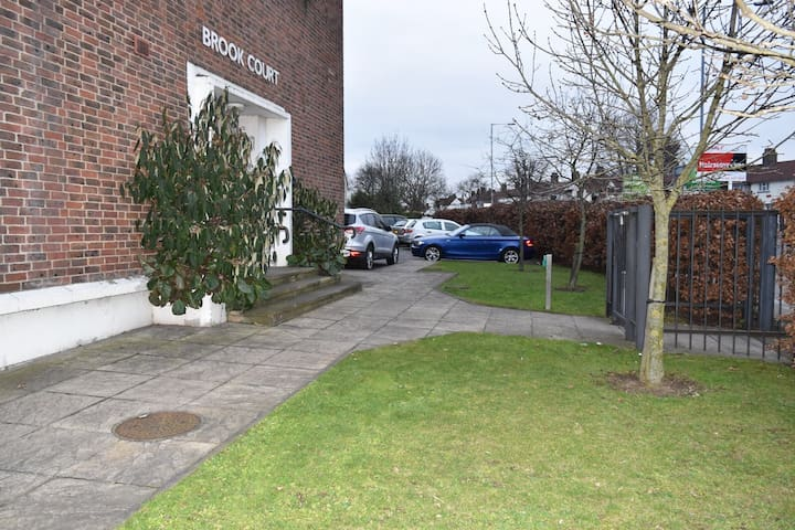 Brook Court - Entire 2 Bed apartment