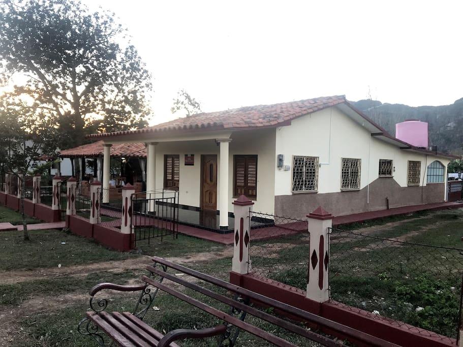 Foto de la entrada de las habitaciones