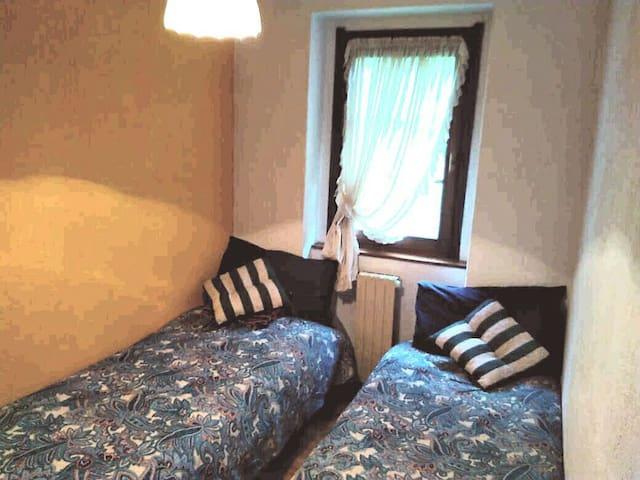 seconda camera con 2 letti singoli