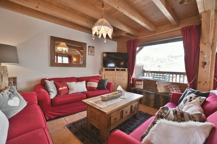 4 star 6 bed chalet for 16 at the foot of the slopes!