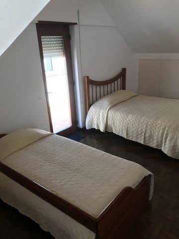 Quarto 2 cama casal e solteiro