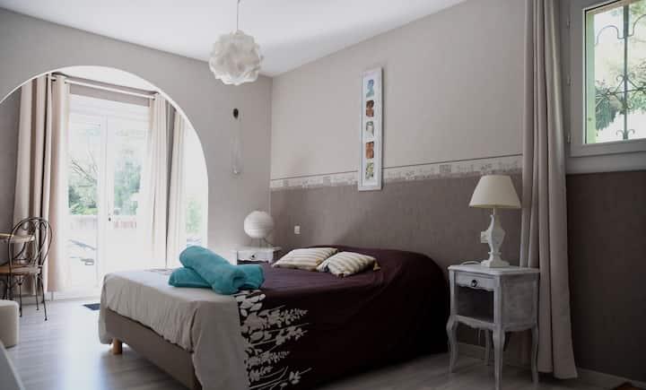 Près Carcassonne, Aude,Grande chambre individuelle