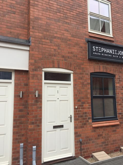 Contemporary 1 Bedroom Apartment, Ashby, Sleeps 4
