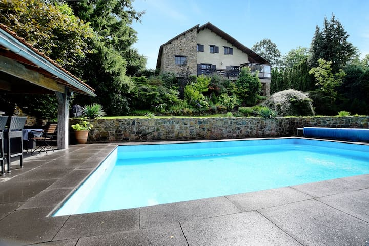 Beautiful, authentic villa with private pool, sauna, pool bar and large garden