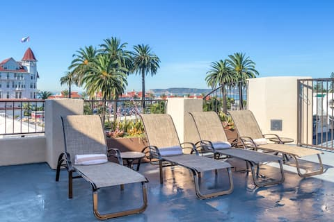 Relax in Rooftop Spa w/View of Del -Studio