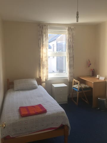 Bright single room in NW London - Zone 2
