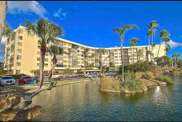 VIRUS FREE Siesta Key! Newly renovated retreat!