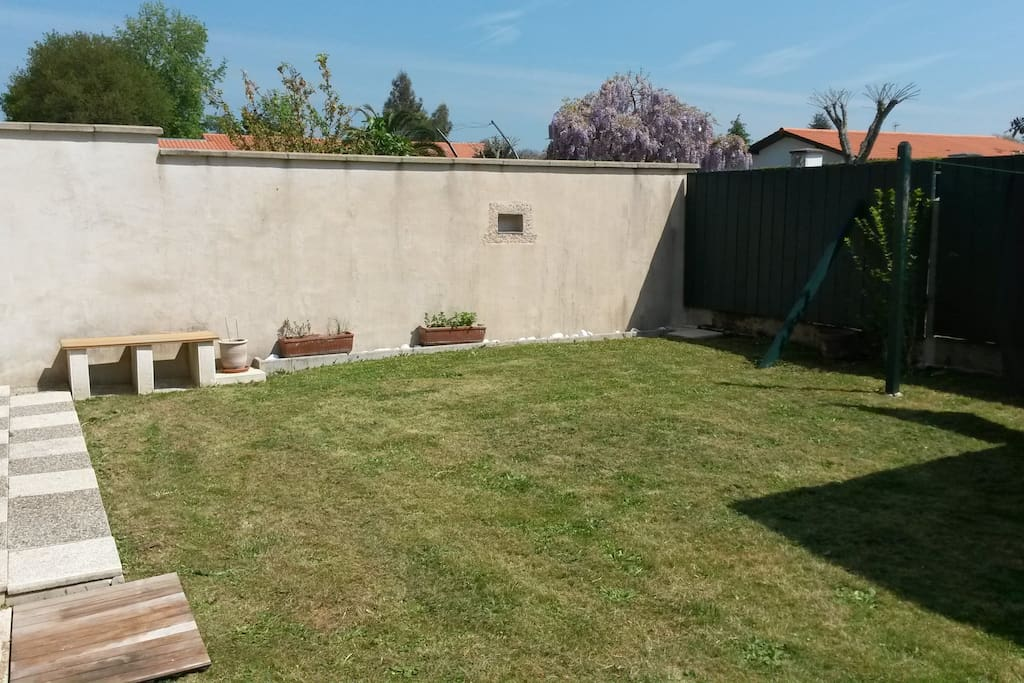 Maison au calme avec jardin houses for rent in tarnos for Au jardin guest house