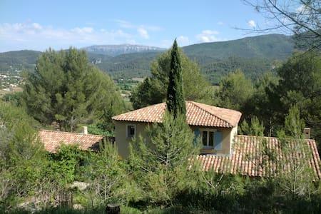 Villa provençale sur les hauteurs d'Auriol - Auriol