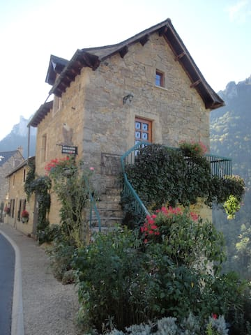 Gîte du Vautour - Saint-Pierre-des-Tripiers - Rumah