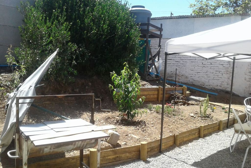 Costado asadera y terraza