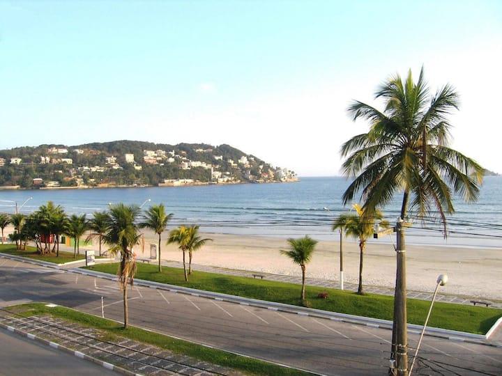 Apto.na praia da Enseada Guarujá