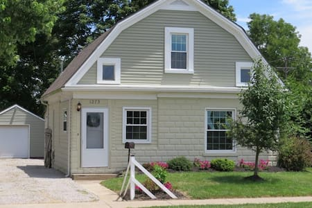 Bicycle Path Bungalow - family friendly-near 4paws