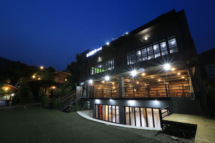 [가평]그린몽키 40평 별관(단체룸/기준20명~최대30명) - Oeseo-myeon, Gapyeong-gun - Pension (Korea)
