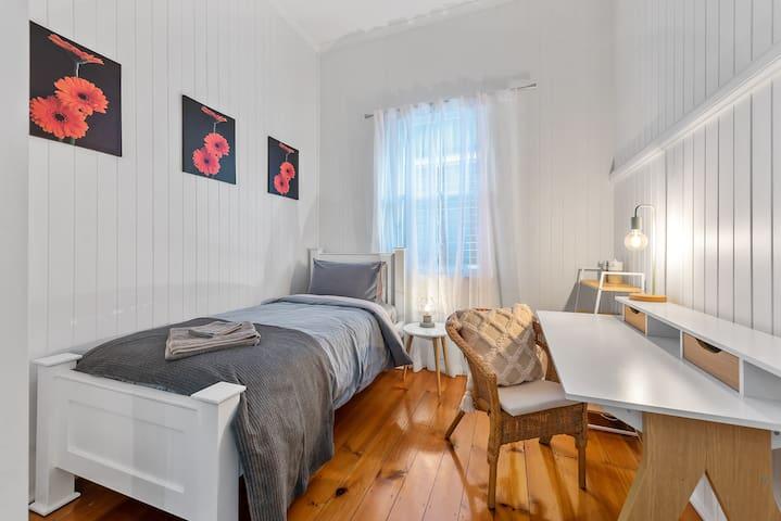 2nd Single Bedroom (Upstairs)