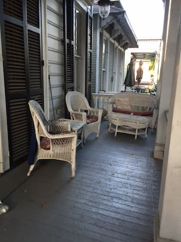 Most amazing balcony on St. Charles - Nueva Orleans - Bed & Breakfast