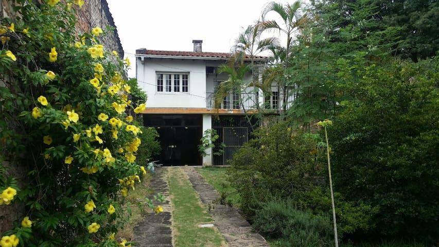 교통이 편리한 조용한 집 - Asunción - Dom