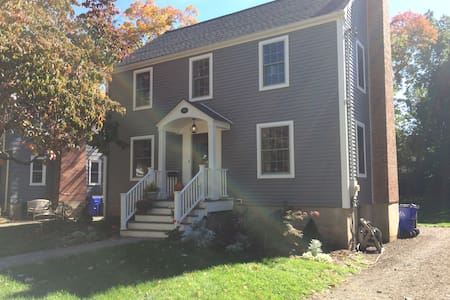 Denise's house - 웨스트 하트포드(West Hartford)