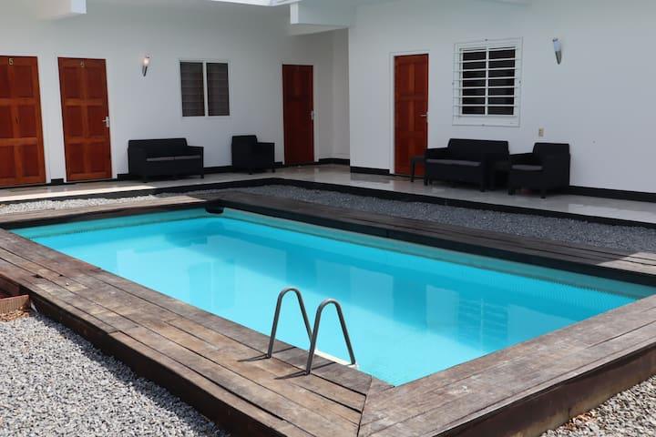 2 slaapkamer appartement met zwembad Paramaribo