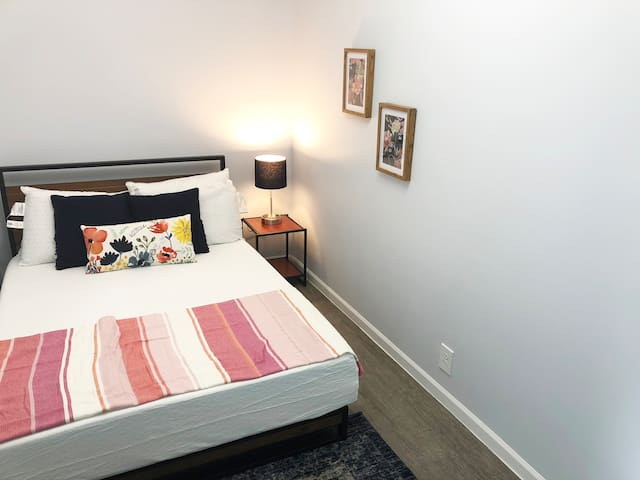 1st Floor - Private Room for 2 - 5 Min to DT MSP