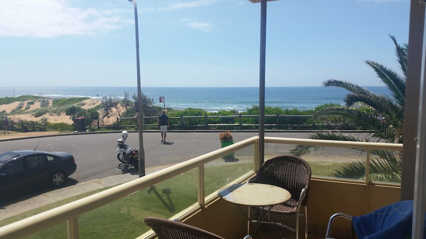 Beachfront Apartment available for 5 months - Mona Vale - Apartment