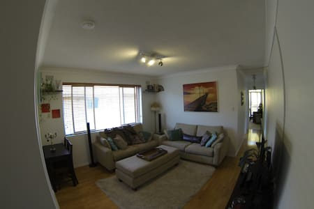 Bright & Sunny Apt 5min to beach! - Dee Why - Wohnung