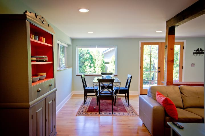 Charming New Beach View Apartment - Burien