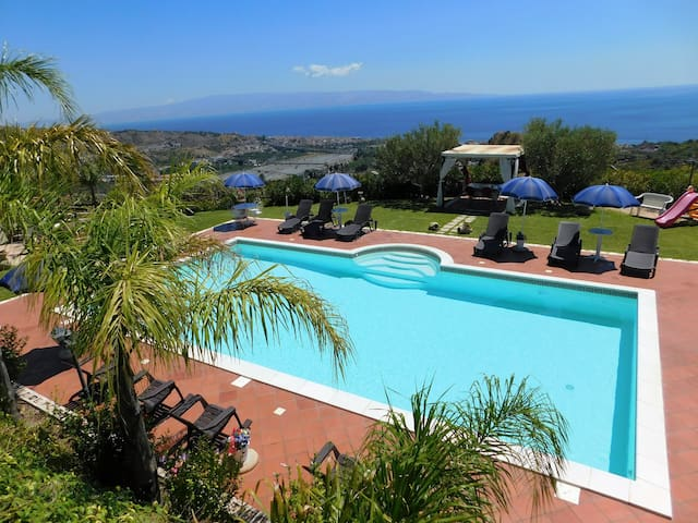 TAORMINA AREA! WONDERFUL VILLA WITH AMAZING POOL!