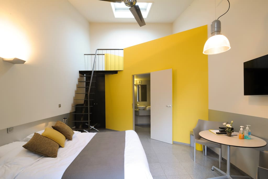 chambre moderne chambres d 39 h tes louer bruges flandres belgique. Black Bedroom Furniture Sets. Home Design Ideas
