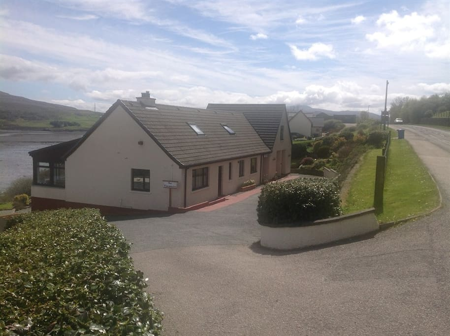 An-Airidh Bed & Breakfast : Picture taken from the top of our drive on the main road into Portree from the bridge.