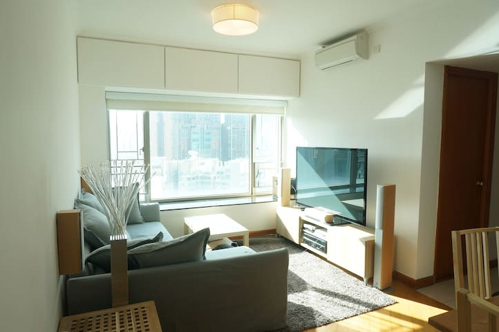 Luxury Airport Express/Kowloon Station Apartment