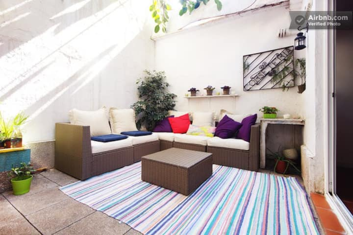 Upper room, patio home in Gracia