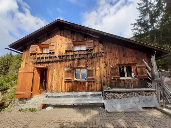 Berghütte im sonnigen Montafon, Vorarlberg