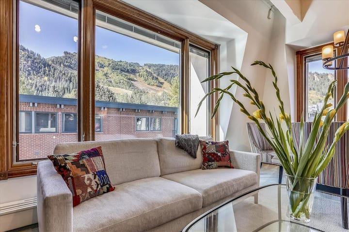 Lovely condo, core, Aspen Mtn. views and hot tub