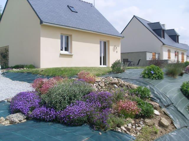 La Petite Maison, St Guen, Brittany - Saint-Guen - Casa