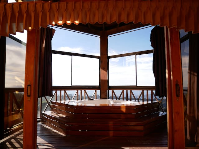 Jacuzzi cabin with city view
