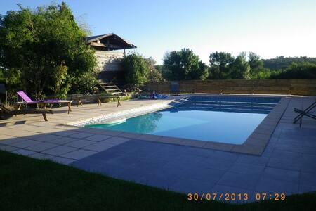 villa sympa 100m2  clim reversible  pisc:5mx10m - Saussines
