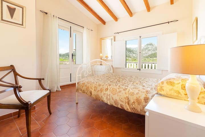 Double en suite with terrace and Mountain views - Caimari