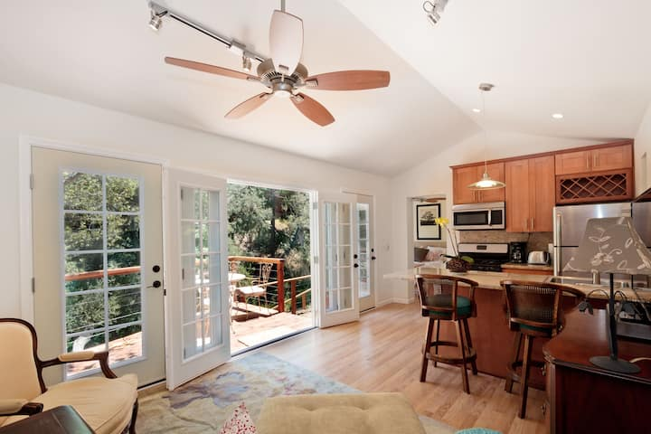Shore Private Cottage-Topanga, Cal