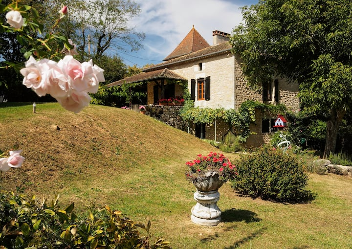 Domaine du Pécou, farmhouse with a heated pool.