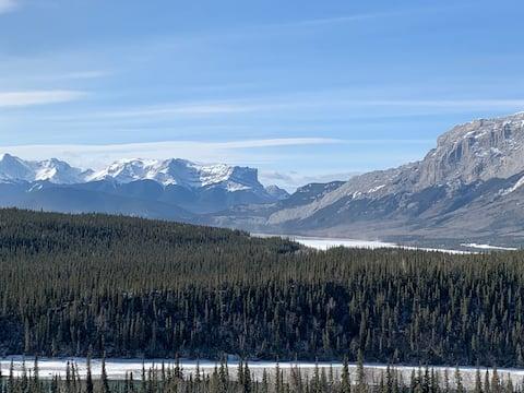 Rocky Mountain Getaway - Full Basement Suite