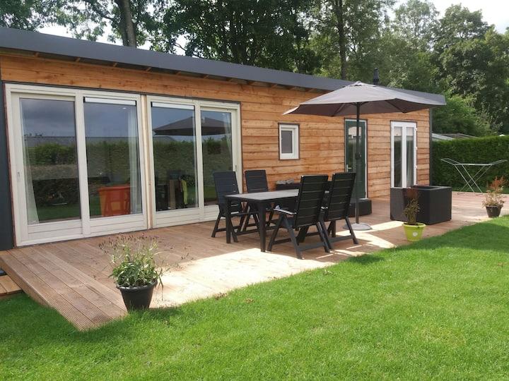 Luxe bungalow op rustig vakantiepark.
